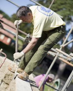 Buildings Volunteer working on Haddeham Croft Cottage