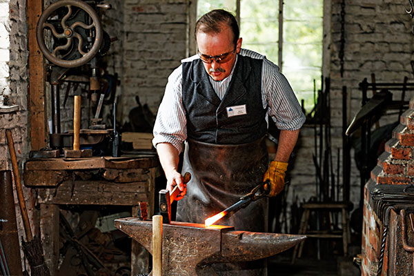 how to become a master blacksmith